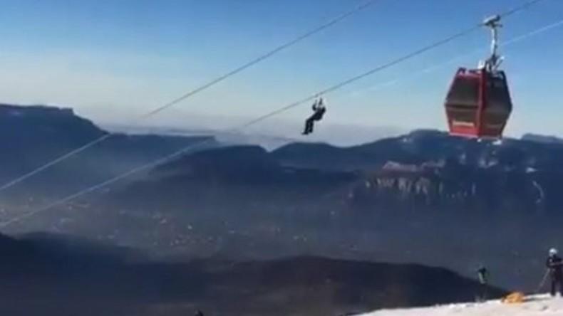 Spektakuläre Skifahrer-Rettung aus französischer Seilbahn