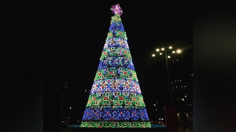 Mailand: Gambischer Migrant versucht Kreuz von Weihnachtsbaum zu entfernen