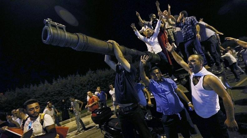 Türkei: Heftige Debatte um Notstandsdekret - Kritiker fürchten Bildung bewaffneter Regierungsmilizen