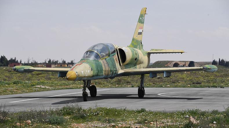 Medien: Terroristen schießen syrisches Militärflugzeug ab – Pilot enthauptet