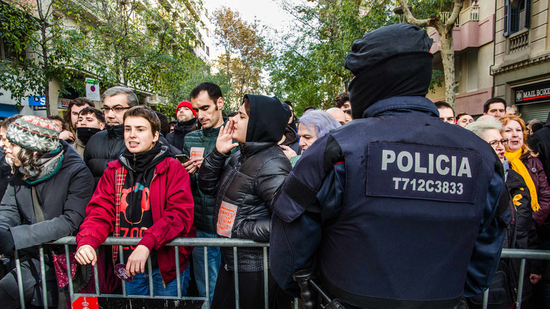 Spanische Regierung zieht tausende Polizisten aus Katalonien ab