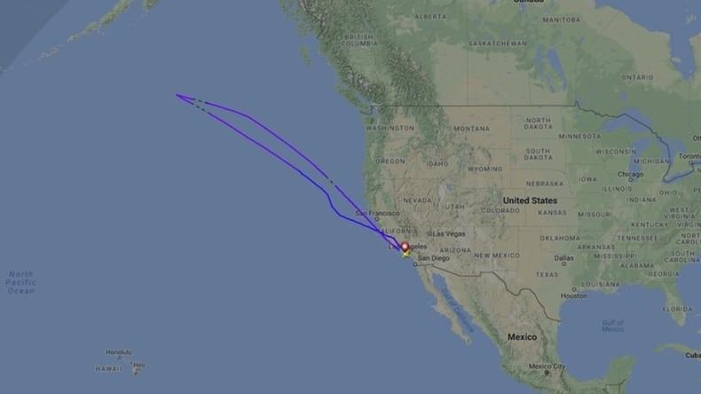 Flugzeug-Crew findet unbefugten Fluggast und macht nach vier Stunden in der Luft kehrt