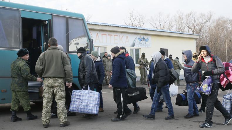 Kiew und Donbass beginnen größten Gefangenenaustausch seit Anfang des Ukraine-Konflikts