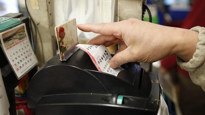 US-Amerikanerin kauft aus Langeweile Lottoschein und gewinnt lebenslange Rente