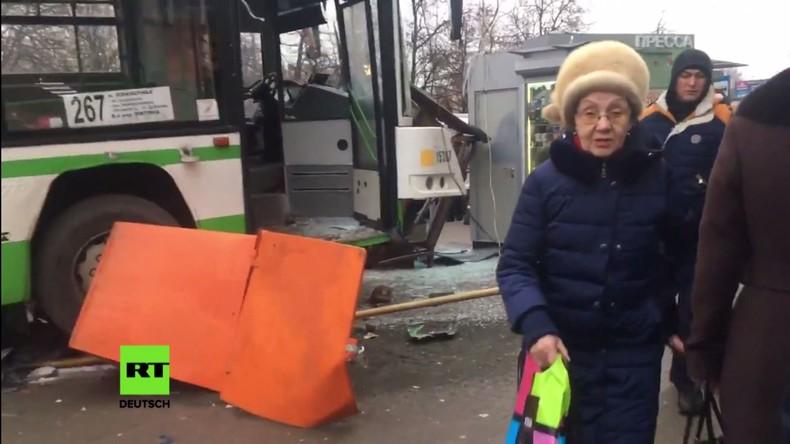 Moskau: Bus fährt in Haltestelle – Drei Verletzte