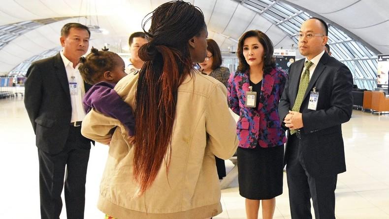 Simbabwische Familie lebt am Flughafen in Bangkok – aus Angst will sie nicht zurück in Heimat