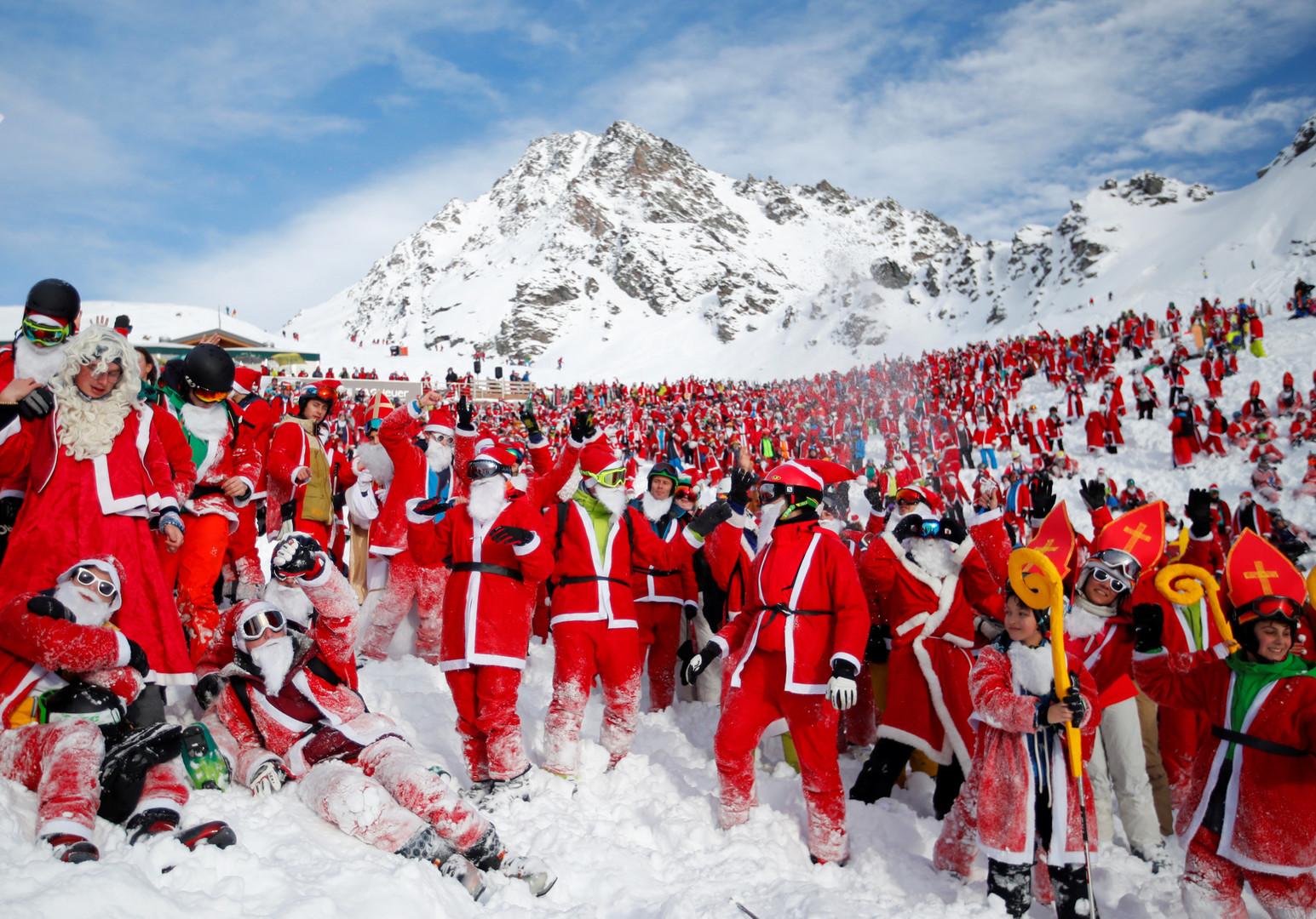 Weihnachtsmann-Lawine in den Alpen: 2.656 Heilige Nikoläuse stellen Rekord auf