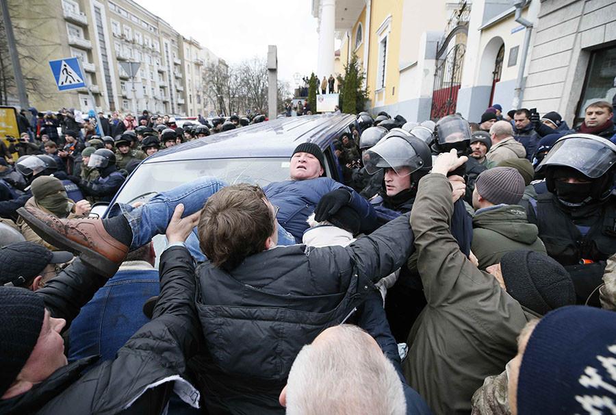 Eskalation in Kiew: Saakaschwili aus Polizeiauto befreit - Aufrufe zum Sturz von Poroschenko