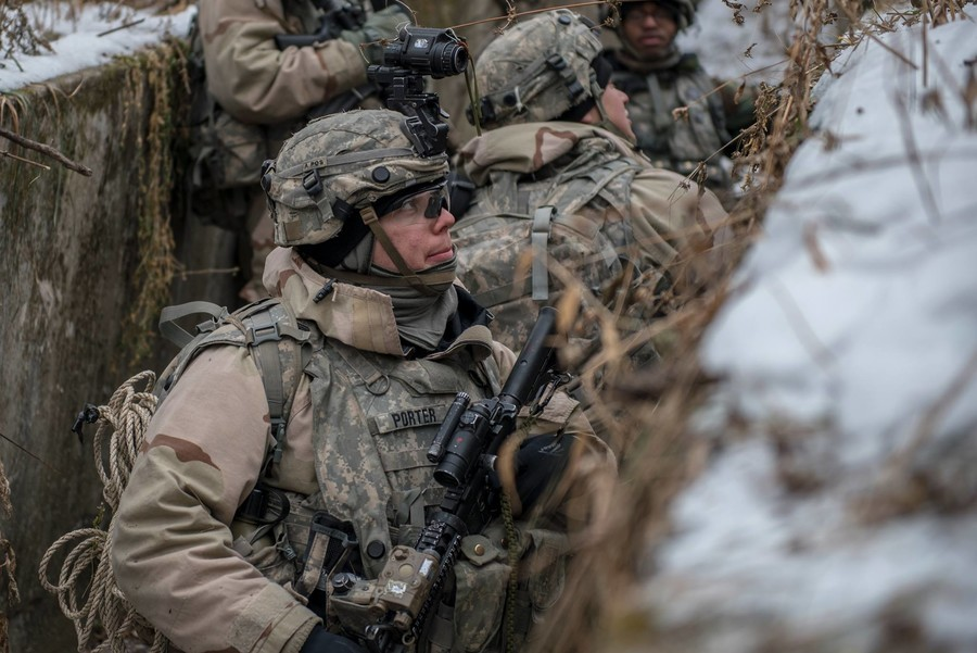 US-Militär veröffentlicht Fotos von Manövern zur Entfernung von ...