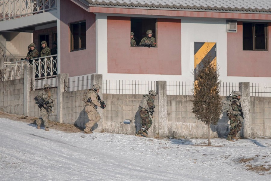 US-Militär veröffentlicht Fotos von Manövern zur Entfernung von Nordkoreas Massenvernichtungswaffen