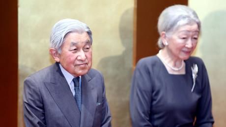 Der japanische Kaiser Akihito (L) an der Seite seiner Frau, Kaiserin Michiko, in Hanoi, Vietnam, 02.März, 2017