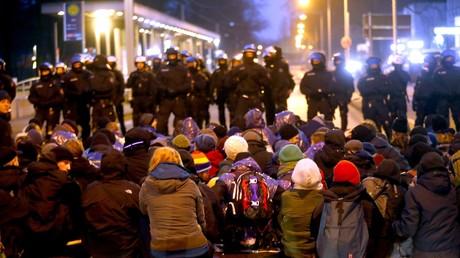Großes Polizeiaufgebot sichert AfD-Bundesparteitag in Hannover