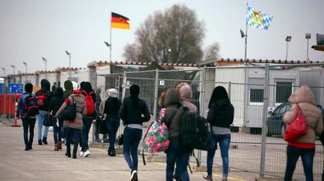 Migranten am Registrierungscamp in Erdig in der Nähe von München