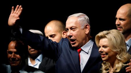 Der israelische Premierminister Benjamin Netanyahu und seine Frau Sara vor Anhängern während einer Veranstaltung seiner Likud-Partei in Tel Aviv, Israel, 9. August 2017.