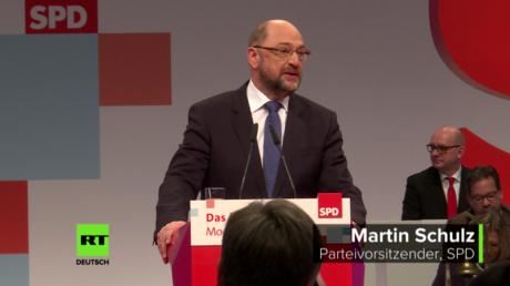 SPD-Parteivorsitzender Martin Schulz bei seiner Rede auf dem Bundesparteitag ( 7. Dezember 2017, in Berlin)