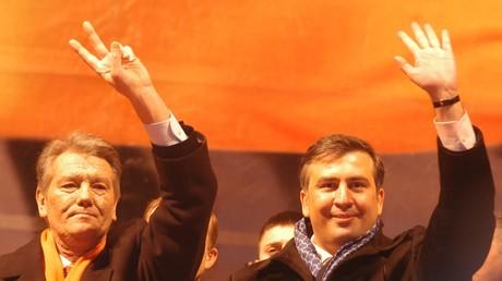 Vom vehementen Unterstützer der Orangenen Revolution zum vermeintlichen Kreml-Agenten in der Ukraine. Petro Poroschenko und ukrainische Behörden zeichnen eine fantasievolle Laufbahn des Georgiers.