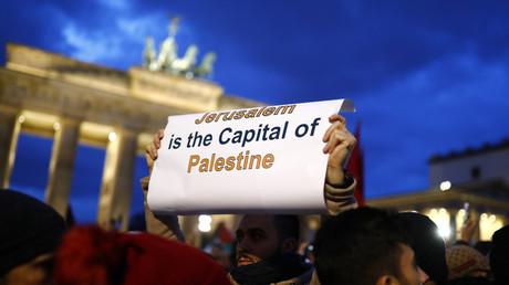Proteste gegen Trumps Botschaftsumzug, Berlin, Deutschland, 8. Dezember 2017.