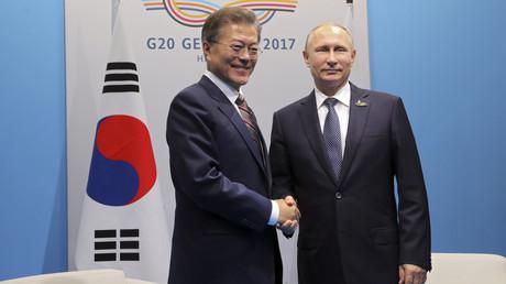 Moon Jae-in und Wladimir Putin in Hamburg, Deutschland, 7. Juli, 2017