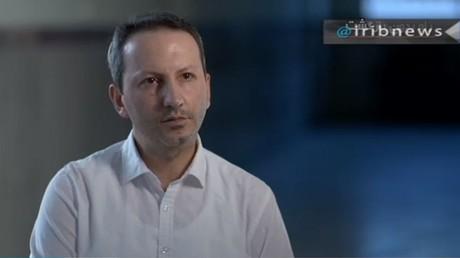Iranisch-schwedischer Wissenschaftler gesteht Spionage für Israel im iranischen Staatsfernsehen