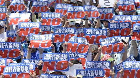 Demonstranten gegen die Verlegung einer US-Militärbasis Naha, Okinawa, Japan, 17. Mai 2015.