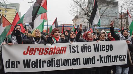 Symbolbild - Anti-Trump-Demonstration in Berlin, 15. Dezember 2018