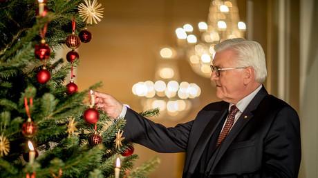 Bundespräsident Frank-Walter Steinmeier nach der jährlichen Weihnachtsansprache in Schloss Bellevue, Berlin, 23.12.2017.