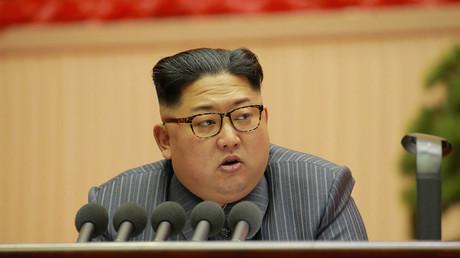 Der nordkoreanische Führer Kim Jong Un hält eine Rede auf der 5. Konferenz der der Partei der Arbeit am 23. Dezember. Foto von der nordkoreanischen Nachrichtenagentur (KCNA) in Pjöngjang am 24. Dezember 2017 veröffentlicht.