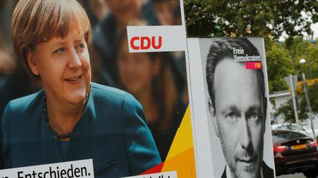 Wahlplakate der CDU mit der Bundeskanzlerin Angela Merkel und der FDP mit dem Bundesvorsitzenden Christian Lindner in Bonn 2017