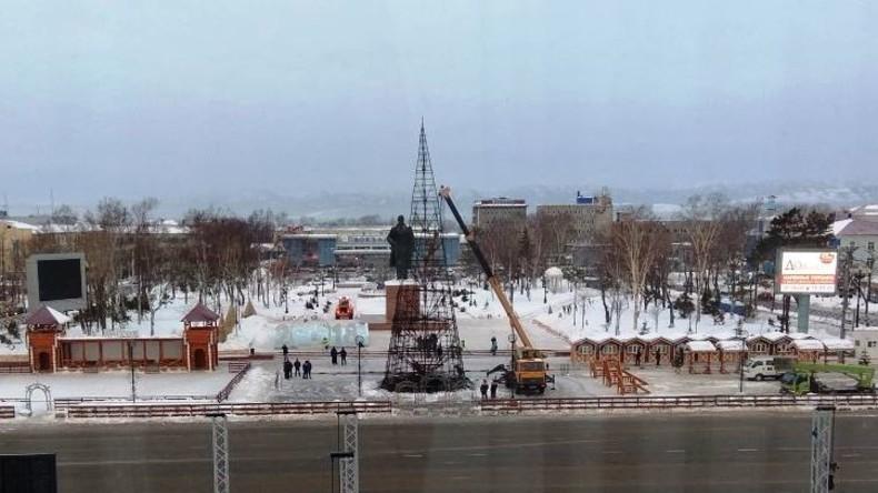 Böller verwandelt Weihnachtsbaum in Fackel: Heiße Silvesternacht auf Russlands Fernostinsel Sachalin