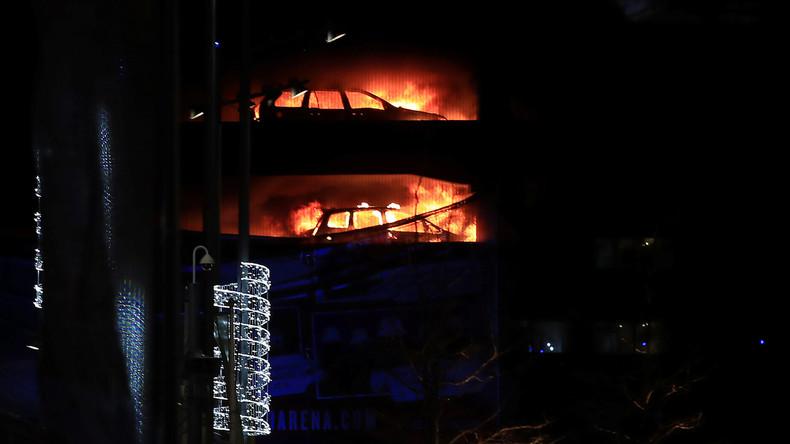 Feuer in Liverpooler Parkhaus zerstört Hunderte Autos