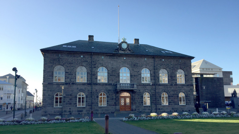 Bahnbrechende Initiative: Island macht Lohnlücke illegal