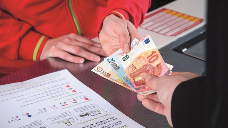 Arbeitslosengeld wird künftig auch an der Supermarkt-Kasse ausgezahlt