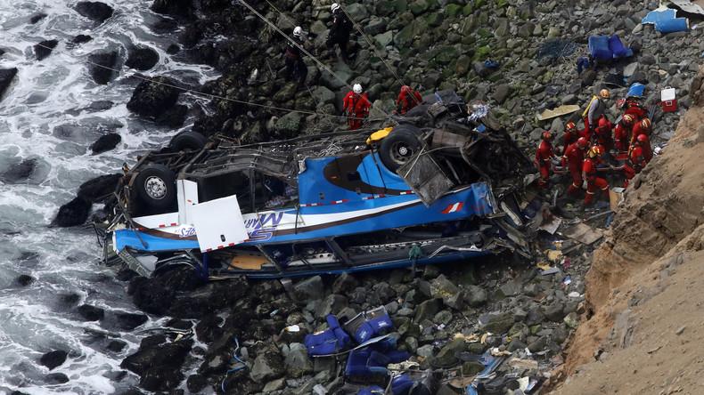 Busunglück in Peru: Zahl der Toten steigt auf mindestens 50