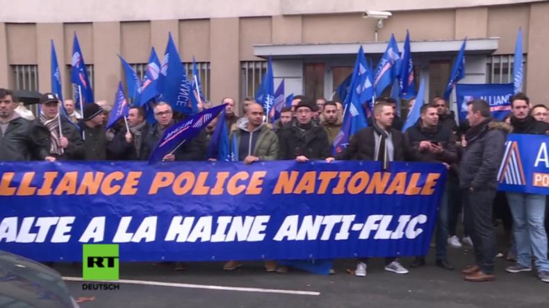 Frankreich: Dutzende prügeln an Silvester Beamte zu Boden - Polizisten protestieren gegen Gewalt