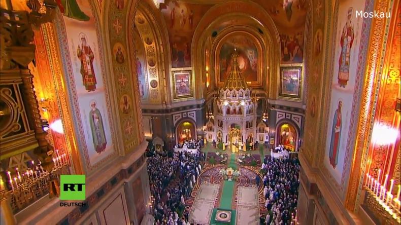 Russland begeht feierlich das orthodoxe Weihnachtsfest - Putin besuchte Sankt Petersburg