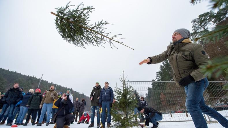 Flieg, Tanne! - Beste Weihnachtsbaumwerfer ringen um Weltmeistertitel in Rheinland-Pfalz