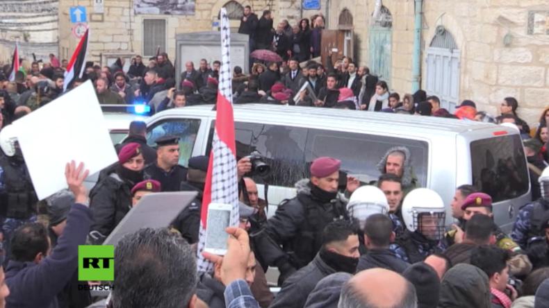 Palästina: Dutzende greifen Wagenkolonne von Patriarch Theophilos III. von Jerusalem an