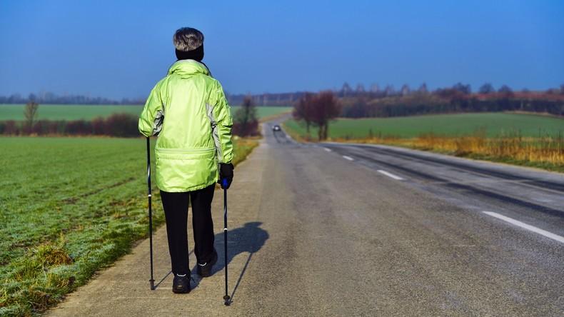 Laufende Überwachung: Neue Turnschuhe alarmieren Verwandte, wenn ihr Besitzer stürzt