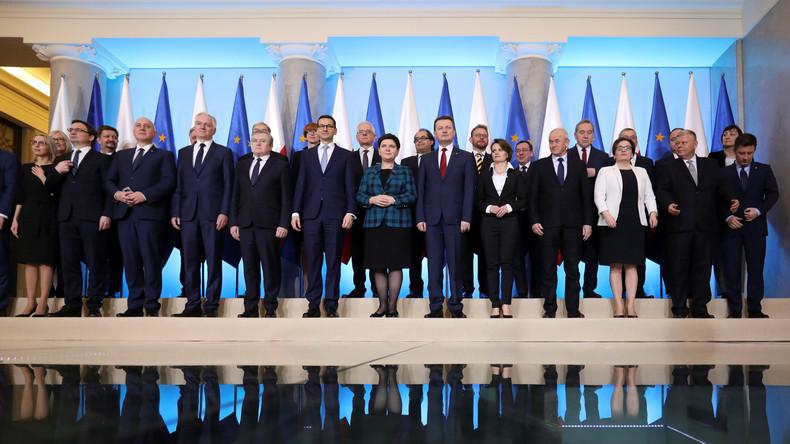 Polens Regierungskabinett erlebt Umbildung: Justizreform und Flüchtlingspolitik bleiben unverändert