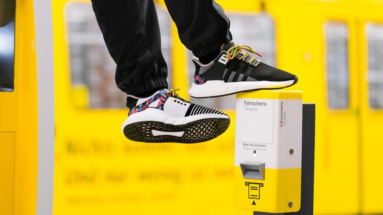 Exklusive Sneakers mit BVG-Sitzmuster