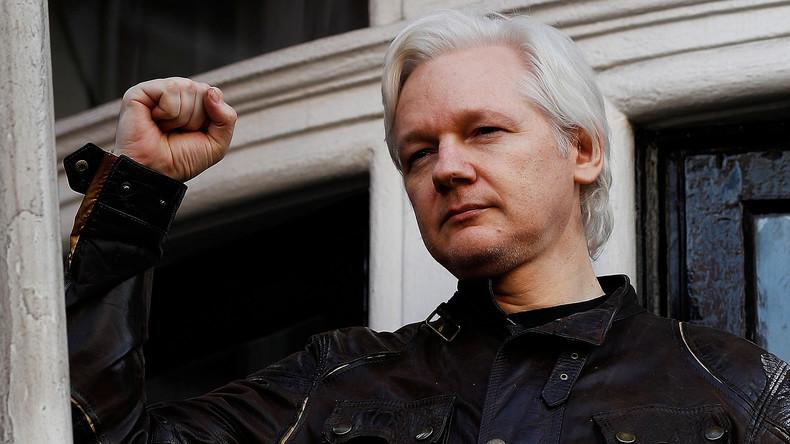 Julian Assange erhält ecuadorianischen Pass