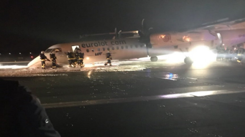 Bruchlandung von Passagiermaschine am Warschauer Flughafen (Bilder)