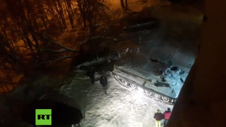 Russland: Betrunkener Mann klaut Panzer, rast damit in Geschäft und stiehlt Wein