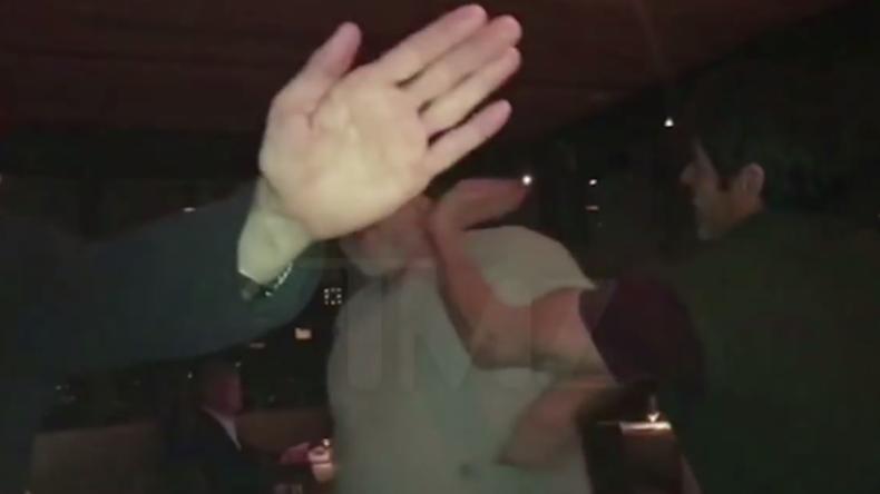 """""""Verp*** dich!"""" - Angeblicher Vergewaltiger Harvey Weinstein bekommt in Restaurant Backpfeifen"""