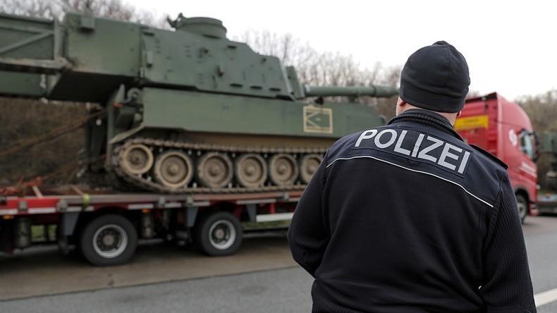 Deutsche Verkehrspolizei stoppt US-Panzertransport auf A4