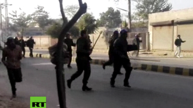 Pakistan nach Sexualmord an Siebenjähriger: Polizisten fliehen vor Hunderten wütender Demonstranten