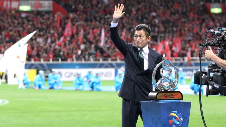 Trotz aller Vorurteile: Ältester Fußballspieler der Welt setzt Karriere fort
