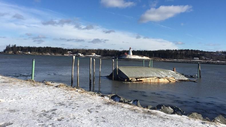 Illegale Grenzüberschwimmung: Wind bläst historisches US-Gebäude nach Kanada weg