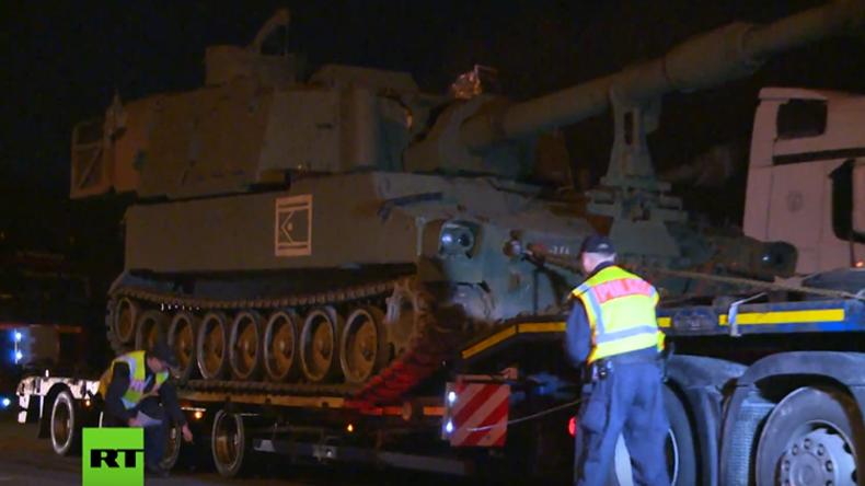 Haubitzen der US-Armee haben sächsischen Rastplatz Richtung Bayern verlassen
