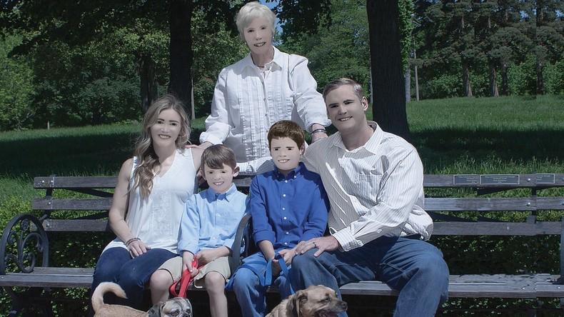 Familienportraits des Grauens: Professionelles Fotoshooting endet mit Bildern aus dem Gruselkabinett